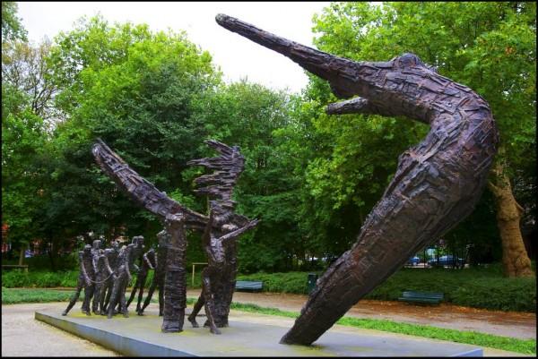 AMSTERDAM - Het slavernijmonument, woensdag in het Oosterpark in Amsterdam. Zaterdag vindt in Amsterdam de Dag van het Slavernijverleden plaats. Onderdeel van de dag is een wandeling door Amsterdam langs objecten van het slavernijverleden. ANP PHOTO ROBIN UTRECHT