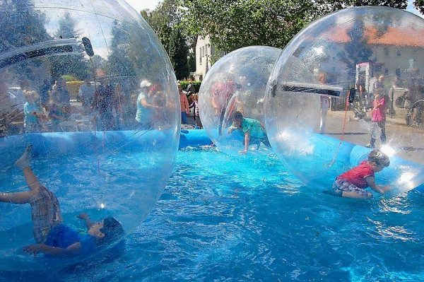 Afbeeldingsresultaat voor waterballen met zwembad